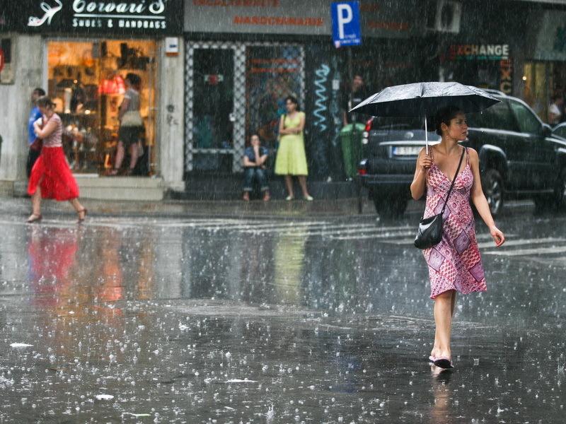 Cod galben de ploi, duminică, până la ora 23.00