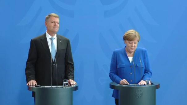 VIDEO | Preşedintele Iohannis, conferinţă de presă comună cu cancelarul german Angela Merkel: Am menţionat tema spaţiului Schengen şi doamna cancelar m-a încurajat/ Merkel: Ne dorim întărirea democraţiei şi a statului de drept în România
