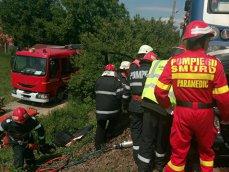 Imaginea articolului Patru persoane rănite grav după ce maşinile lor s-au ciocnit şi au luat foc