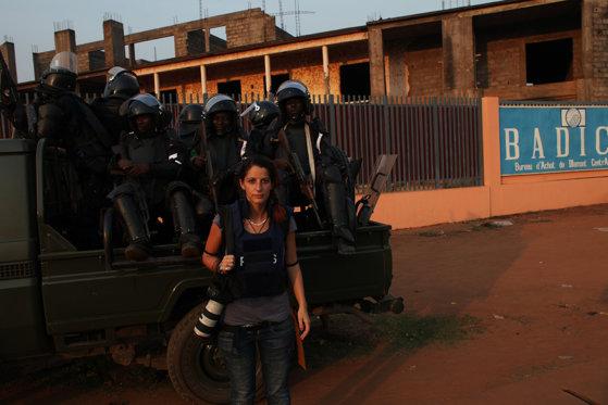 Imaginea articolului FOTO Andreea Câmpeanu, fotojurnalist în războaiele din Africa: Fotografiam şi când m-am întors era arma îndreptată spre mine