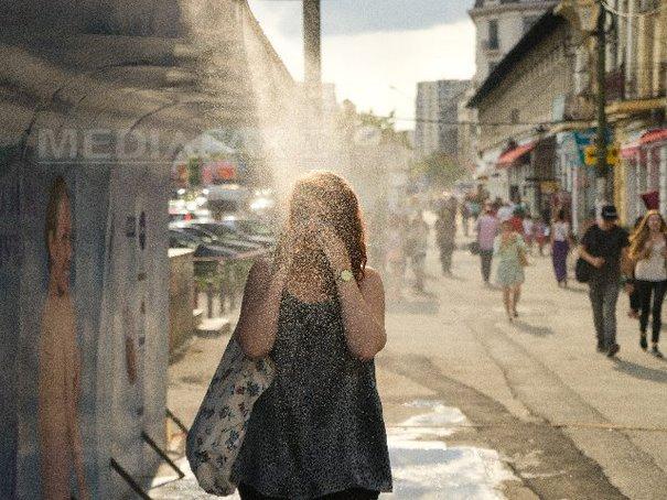 Imaginea articolului Cum ne protejăm de caniculă: un pahar de apă la o oră. Recomadările medicilor