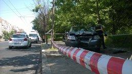 FOTO, VIDEO | Accident TERIFIANT în Capitală. Un şofer a intrat cu maşina într-o staţie RATB, a intrat în PLIN în pietonii şi s-a răsturnat. BILAŢUL victimelor