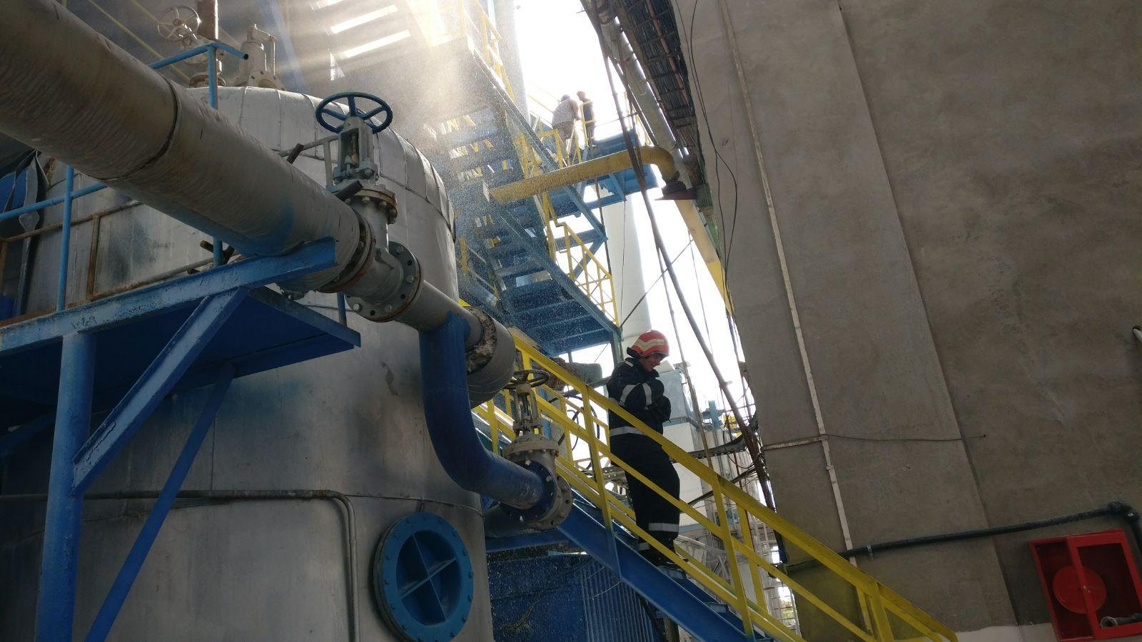 FOTO | INCENDIU la fabrica de aluminiu din Tulcea: Patru persoane au fost rănite