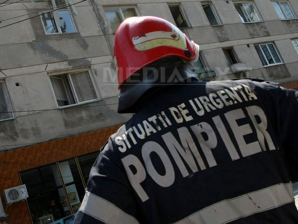 Zece persoane au fost evacuate dintr-un bloc din Focşani în urma unui incendiu