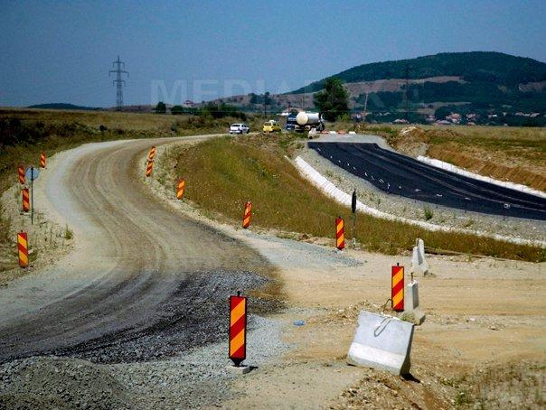 Un muncitor care lucra la Autostrada Sebeş-Turda a murit după ce a fost strivit de un buldoexcavator