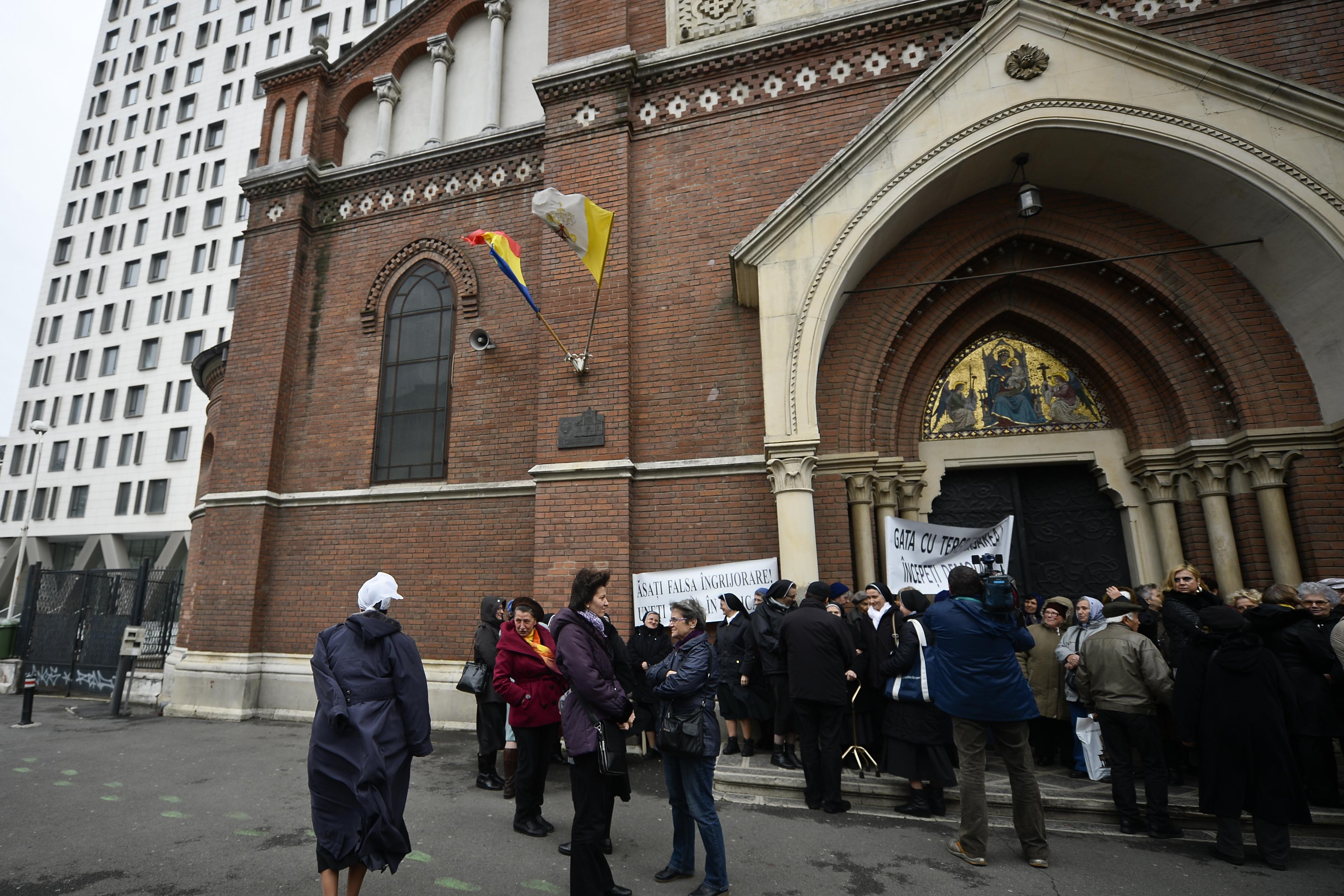 Arhiepiscopia Catolică: Primarul General încearcă să se spele pe mâini în cazul Cathedral Plaza. Se crede `Pilat din Pont`