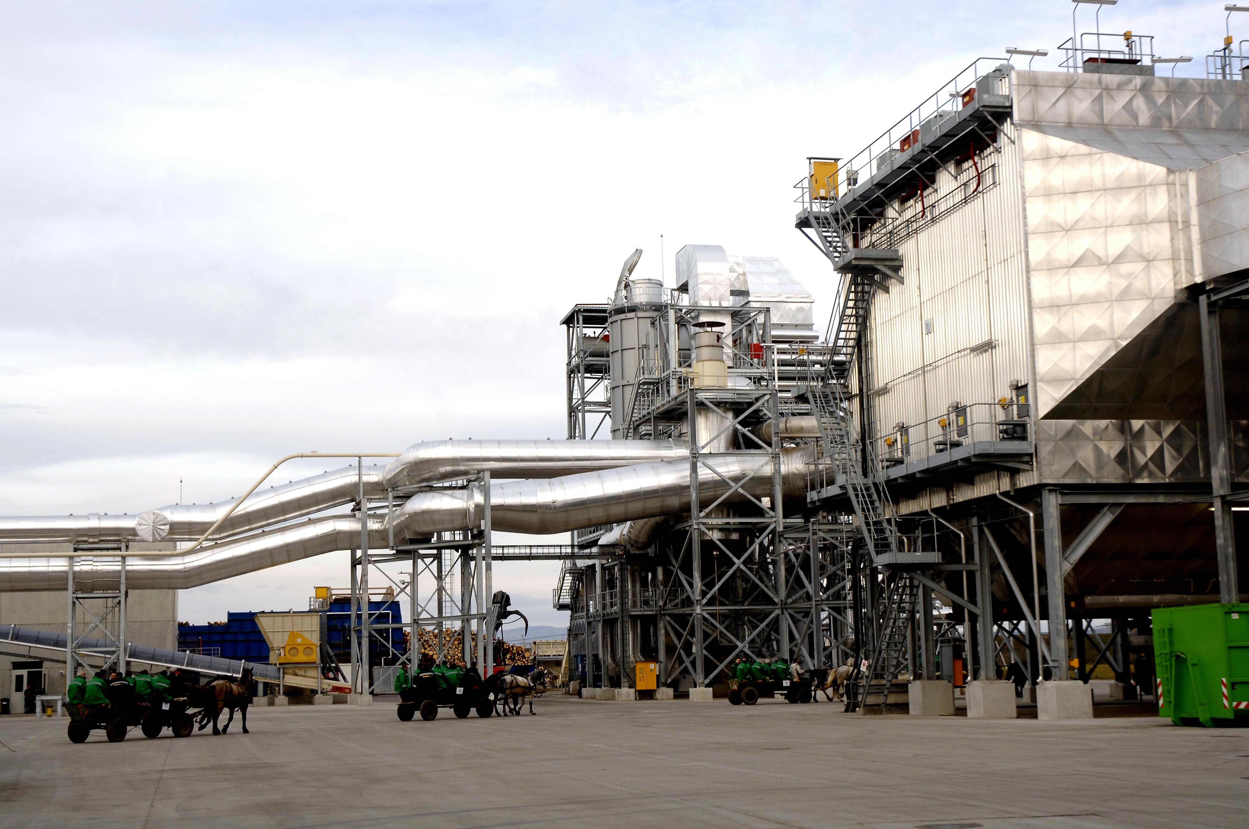 Kronospan îşi doreşte creşterea capacităţii de producţie a formaldehidei. Localnicii reclamă poluarea
