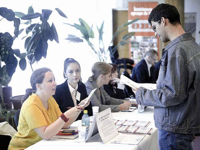 Zeci de absolvenţi de liceu din Bistriţa-Năsăud şi-au depus deja actele pentru indemnizaţia de şomaj