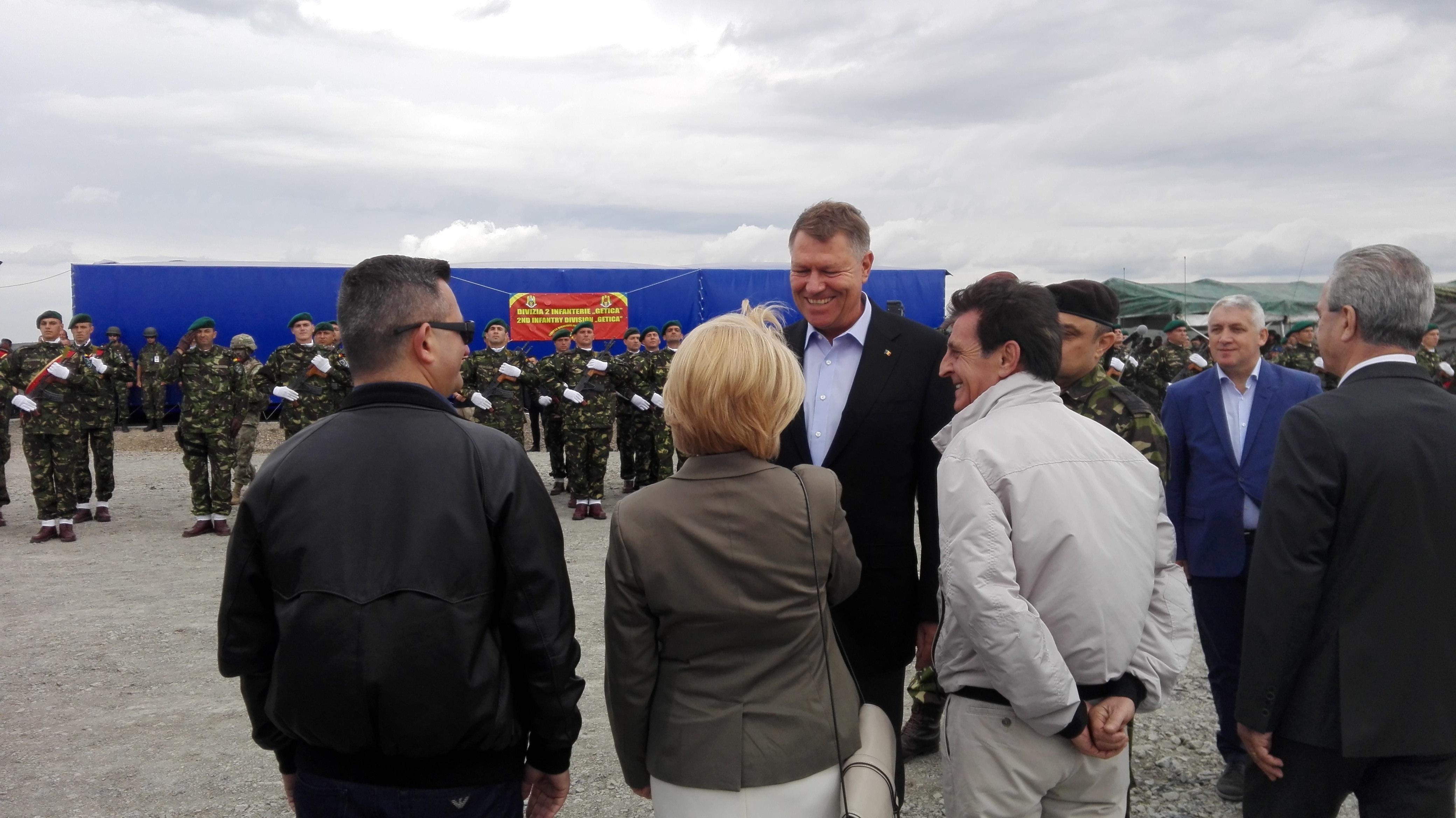 Preşedintele Klaus Iohannis, la exerciţiul Saber Guardian 17, la baza de la Cincu: Foarte reuşit / Iohannis, despre rachetele Patriot: România nu se pregăteşte să atace; este necesară securitatea - FOTO