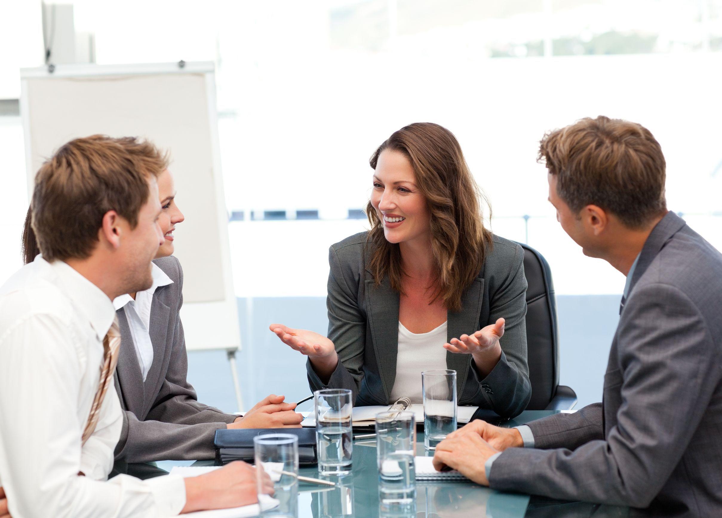 Top 10 cei mai doriţi angajatori în România.  Cinci criterii de care candidaţii ţin cont când îşi aleg compania la care vor să lucreze