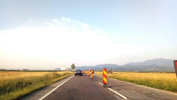 Imaginea articolului FOTO   Drumul spre zona turistică Bran-Moieciu, plin de gropi. Autorităţile cer CNAIR reparaţii provizorii