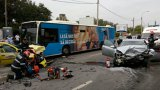 VIDEO | Accident cumplit în Bucureşti, un taxi implicat: două persoane au murit. Răniţii, duşi la Universitar