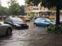 Imaginea articolului FOTO | PLOILE torenţiale fac prăpăd: Maşini luate de apă la Galaţi şi străzi inundate