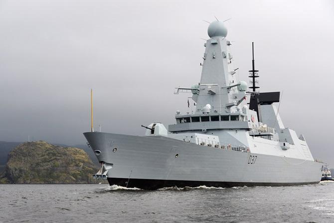 NATO SNMG-2: Distrugătorul britanic `HMS Duncan`, una dintre cele mai noi şi moderne nave de luptă, şi fregata turcească `TCG Yildirim`, de azi în Portul Constanţa