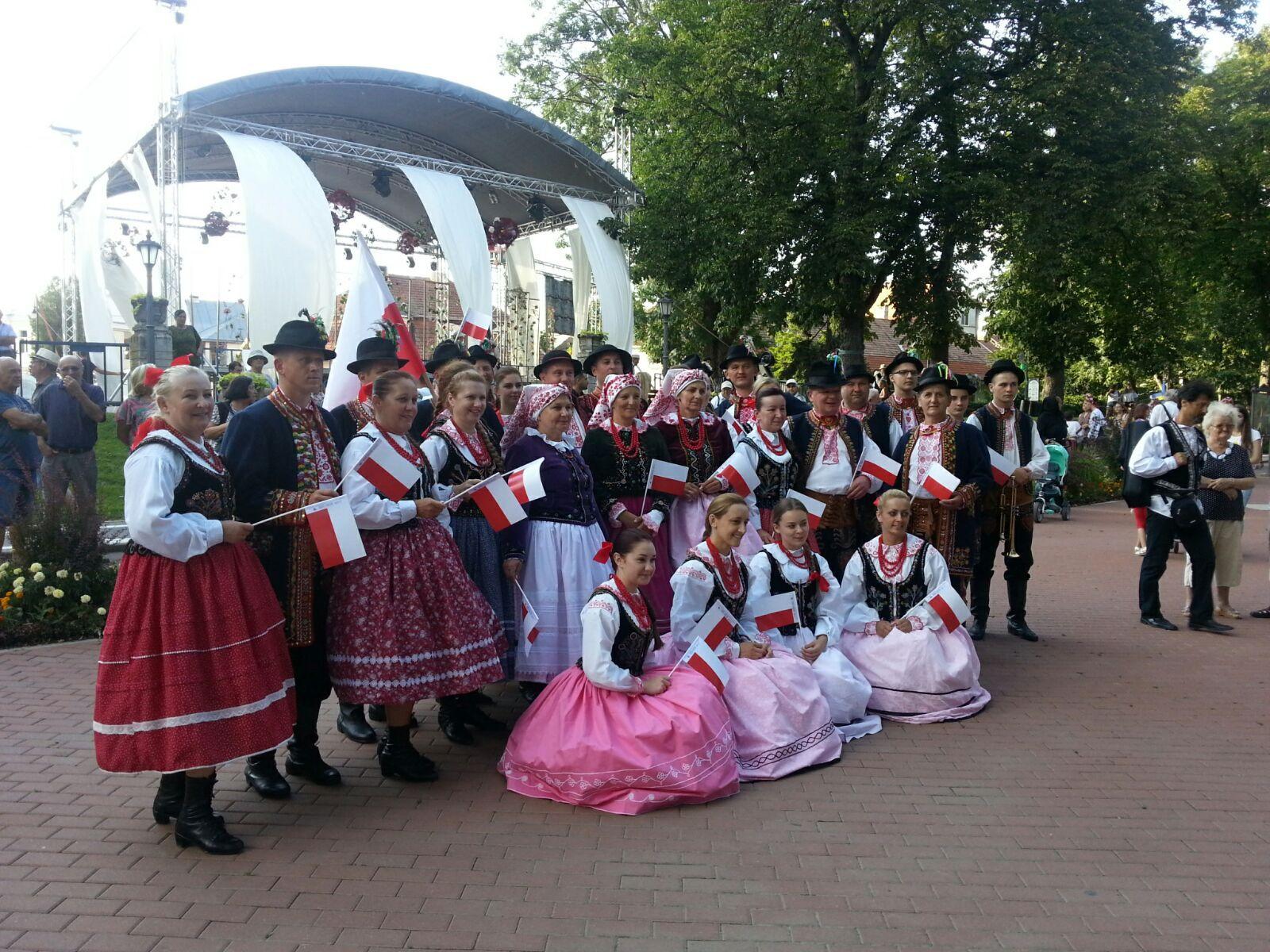 400 de artişti din 10 ţări, la Nunta Zamfirei, cel mai mare Festival Internaţional de Folclor din România şi între primele opt din lume