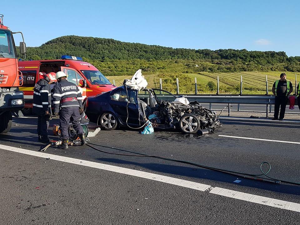 FOTO| Trei persoane rănite, în urma unui accident grav între o maşină şi un TIR pe Autostrada Deva - Sibiu