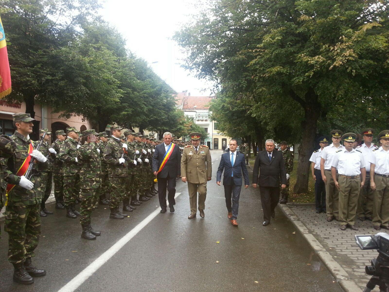 Ceremonial militar şi invitaţi din zece ţări, la Bistriţa, în oraşul Imnului Naţional