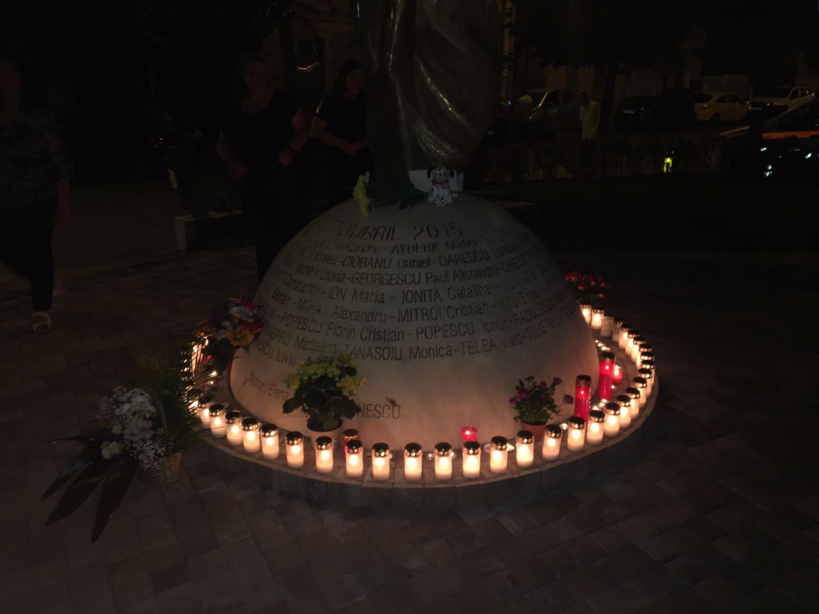 Noapte albă la Colectiv | Rudele victimelor acuză statul că nu acordă atenţie supravieţuitorilor