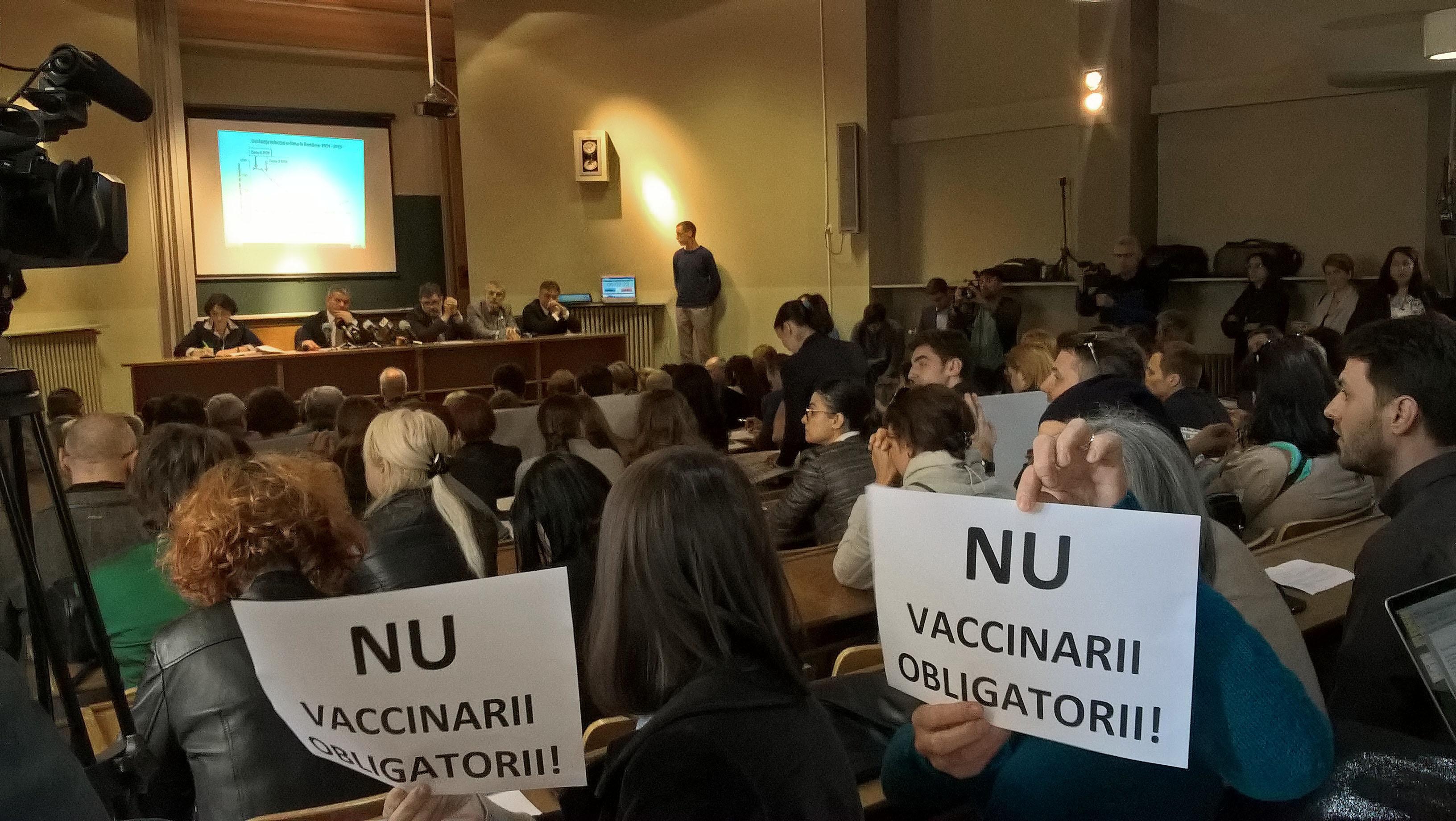 Amenzi URIAŞE pentru părinţii care refuză INFORMAREA, nu vaccinarea/ Cum se stabileşte dacă un părinte se documentează sau nu