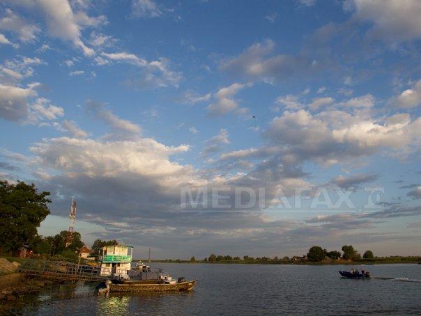 Accident în Delta Dunării: Doi bărbaţi au fost răniţi după ce au intrat cu barca într-un copac