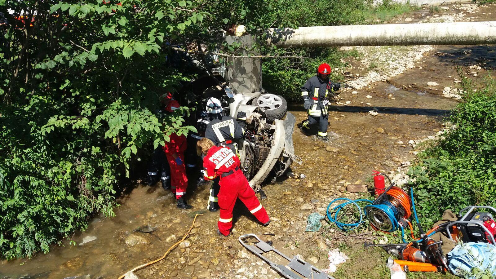 Trei morţi şi trei răniţi grav, într-un accident pe DN 73A, între Râşnov şi Predeal