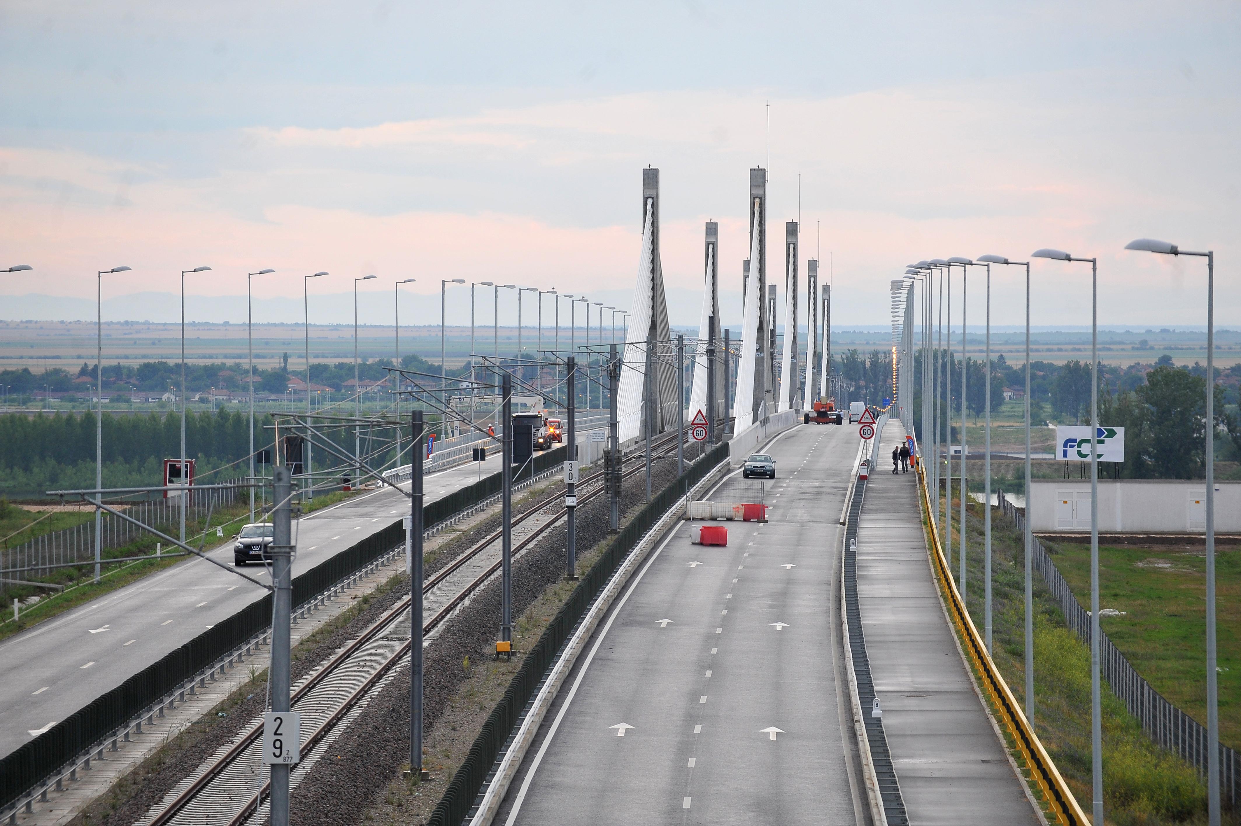 Circulaţia pe podul Calafat - Vidin va fi întreruptă vineri dimineaţă