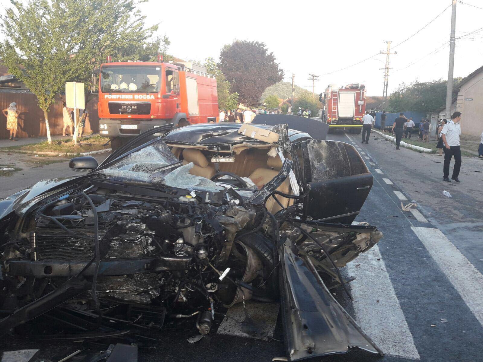 Accident pe DN 58 B, în Caraş-Severin/ O persoană a murit, alte cinci au fost duse la spital