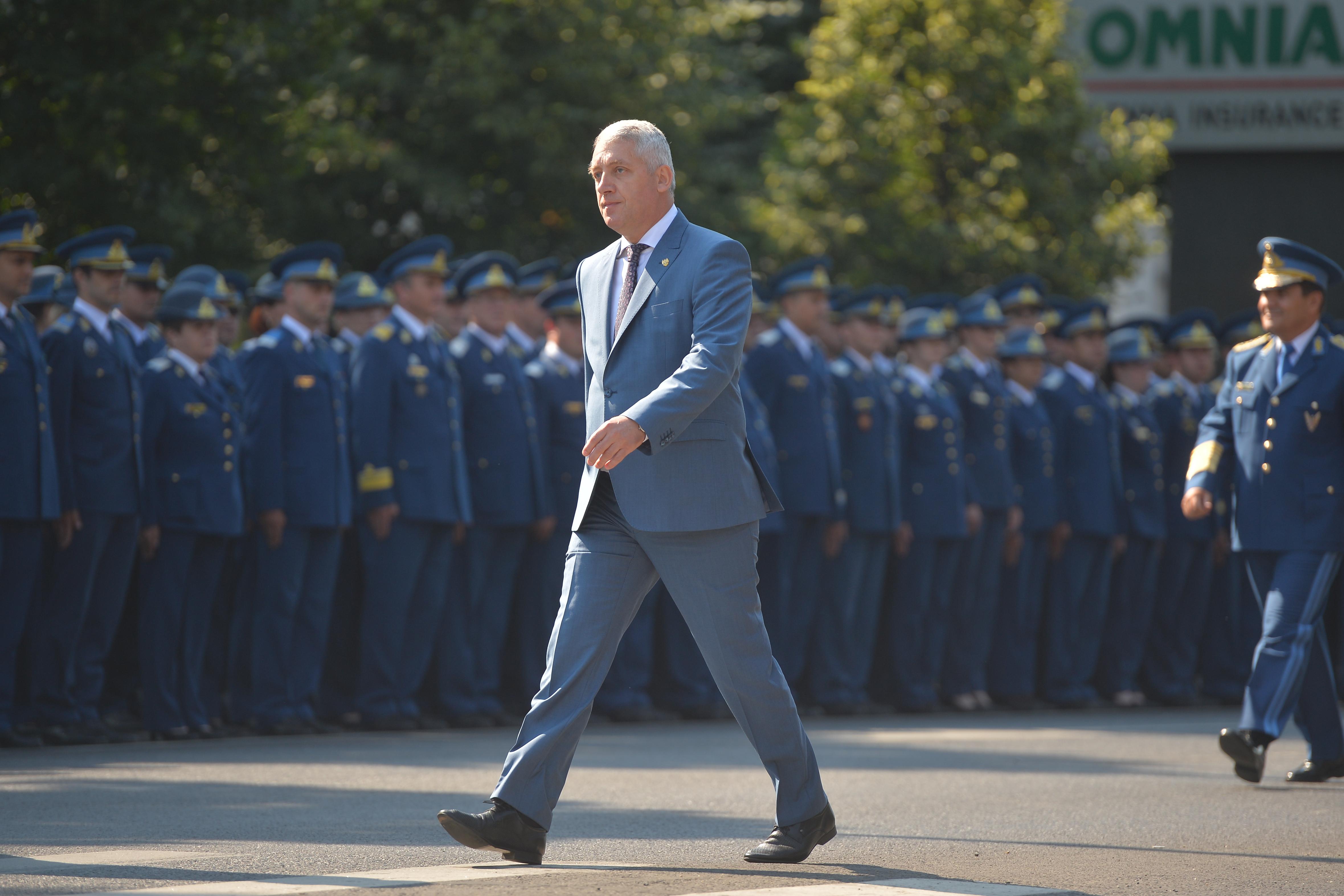 Noi numiri la comanda Armatei după valul de pensionări. Adrian Ţuţuianu: Vor mai fi alte plecări