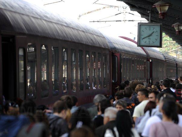 CANICULA afectează circulaţia feroviară. CFR Călători: Mai multe trenuri întârzie din cauza restricţiilor de viteză