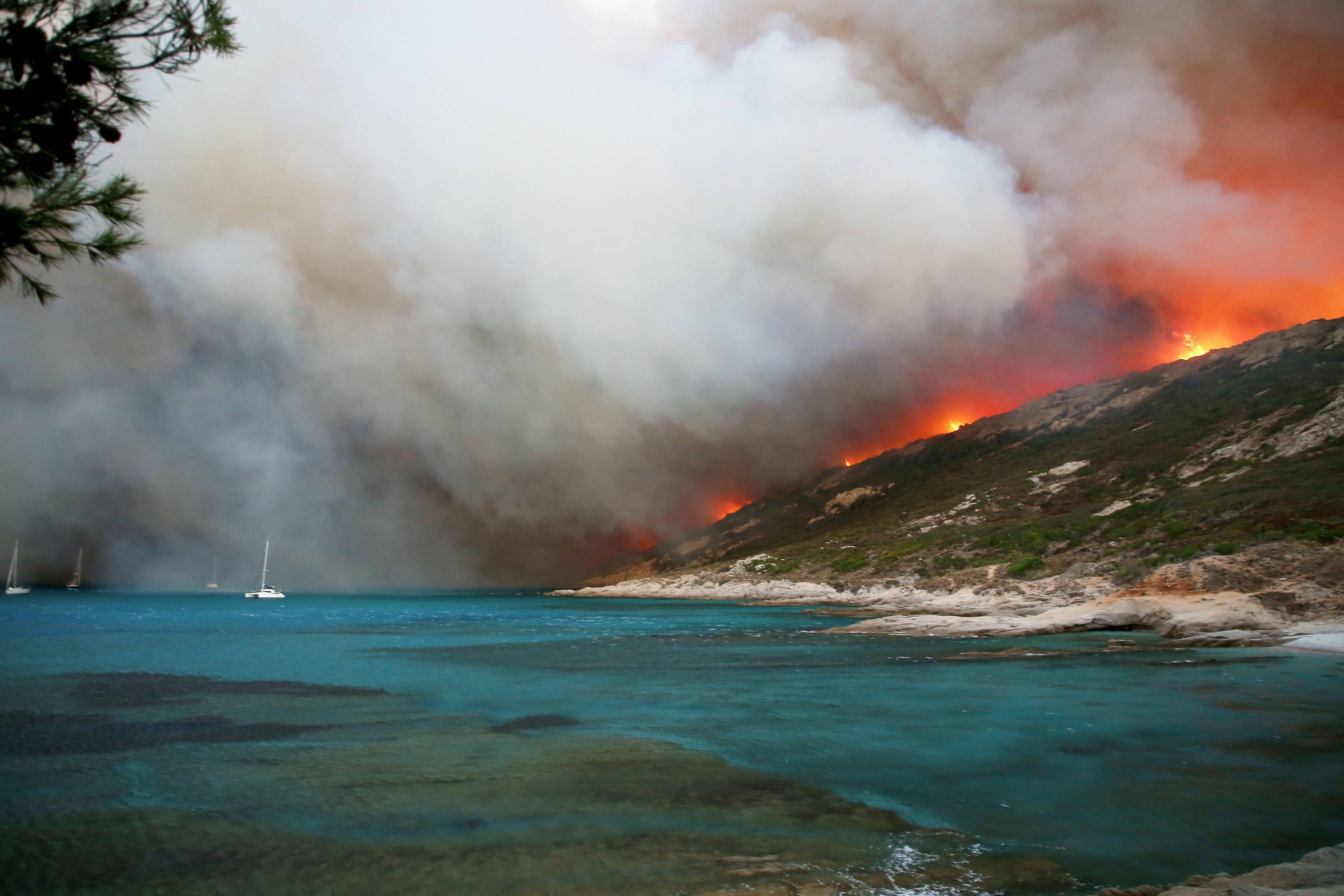 În cele mai mari ţări cu litoral din Europa, preferate de români vara, sunt pericole de INCENDII. Zonele expuse, comunicate de MAE