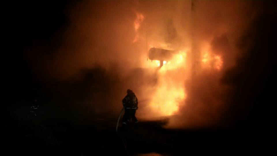 FOTO | Incendiu puternic la un transformator electric din Timişoara: flăcările, stinse după aproape 4 ore