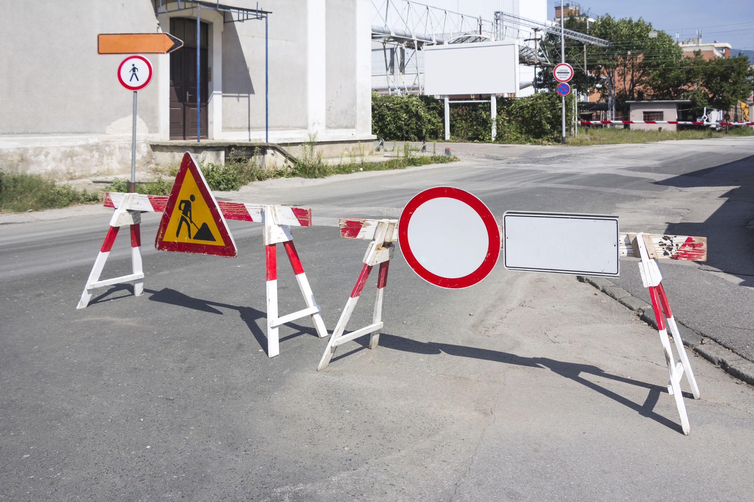 Caniculă în toată ţara | RESTRICŢIILE pentru autovehiculele ce depăşesc 7,5 tone vor fi ridicate, duminică, în şase judeţe / Traficul rutier se desfăşoară cu dificultate pe Valea Prahovei, din cauza numărului mare de maşini