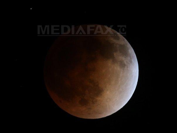 Eclipsă parţială de Lună luni seara, vizibilă şi din ţara noastră