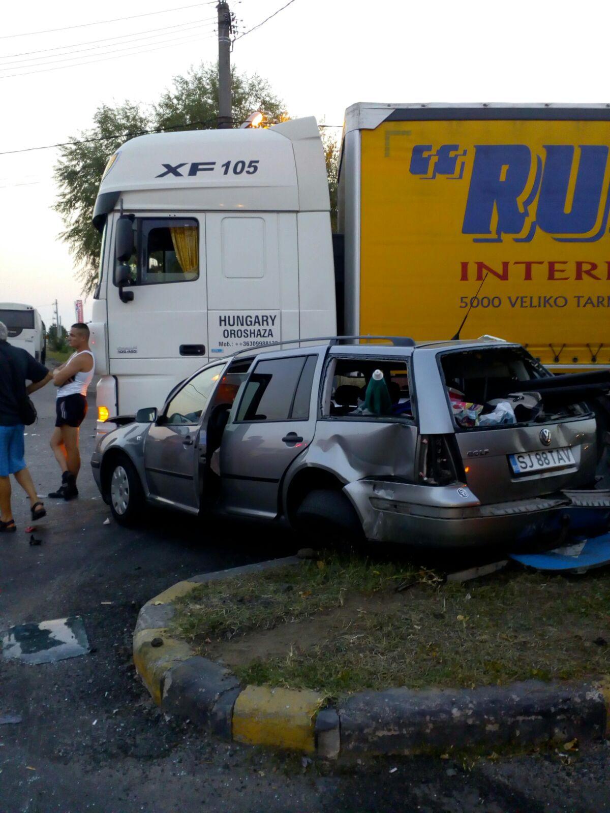FOTO | Patru răniţi, în urma unui accident între o maşină şi un autocar cu pasageri, în judeţul Giurgiu/ Un copil, în stare gravă