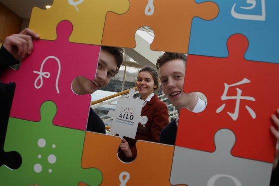 Imaginea articolului Olimpiada Internaţională de Lingvistică, una dintre cele mai interesante competiţii din lume: O medalie de aur şi trei de bronz, obţinute de elevii români. Unde s-au pregătit aceştia