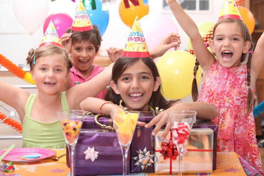 Accesorii contrafăcute pentru petreceri de copii, în valoare de peste 1.000.000 de lei, confiscate în Portul Constanţa Sud Agigea