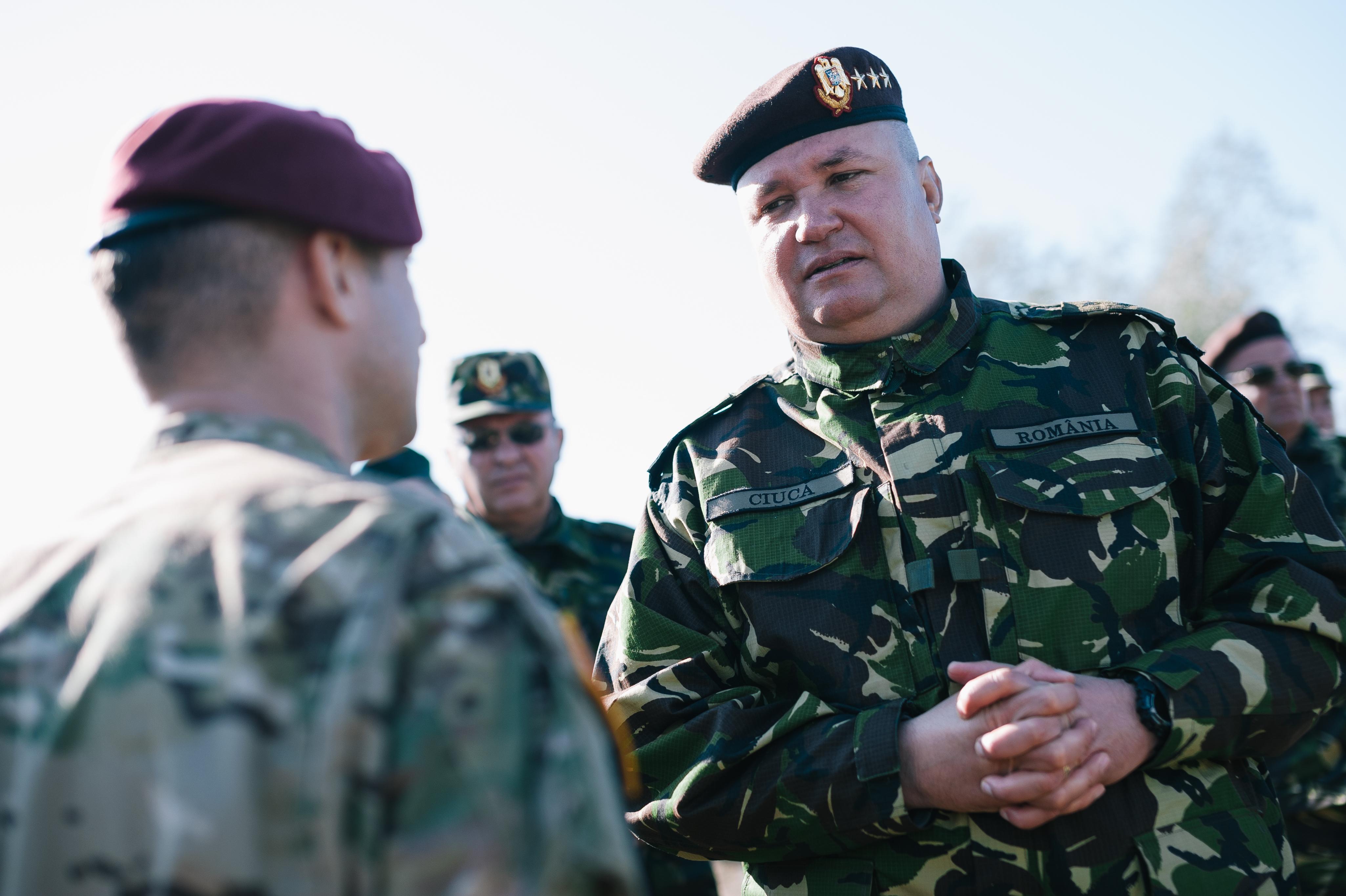 Generalul Ciucă, şeful Armatei: Funcţia mă obligă să caut soluţii la inechităţile din pensiile militare. Nu am profilul omului care `rămâne în cort`