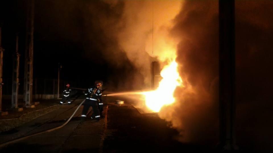 40 de persoane, între care 10 copii, au fost evacuţi în urma unui incendiu izbucnit de la o lumânare