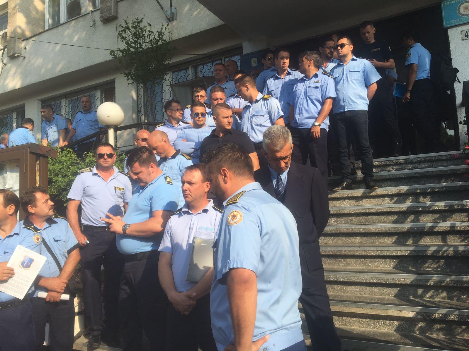 Sindicat: Premierul a promis că majorarea de până la 15% va fi acordată angajaţilor din penitenciare