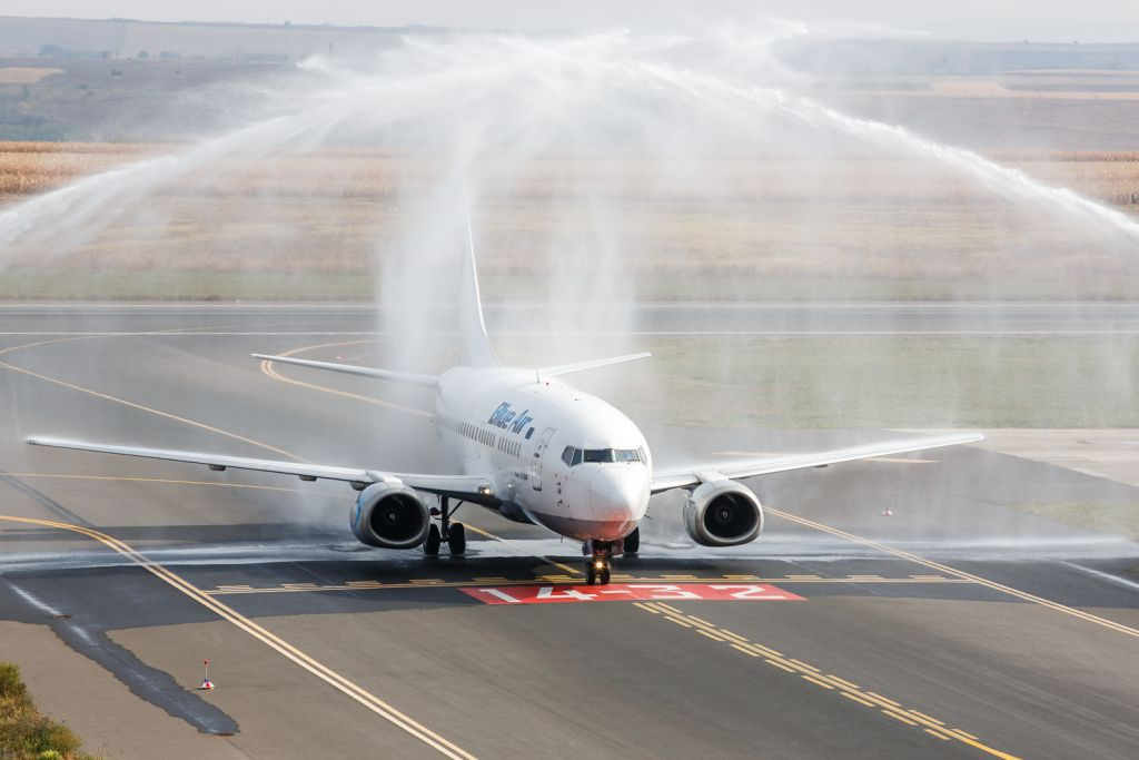 Avionul Blue Air care s-a întors pe aeroportul din Bacău prezenta riscul depresurizării