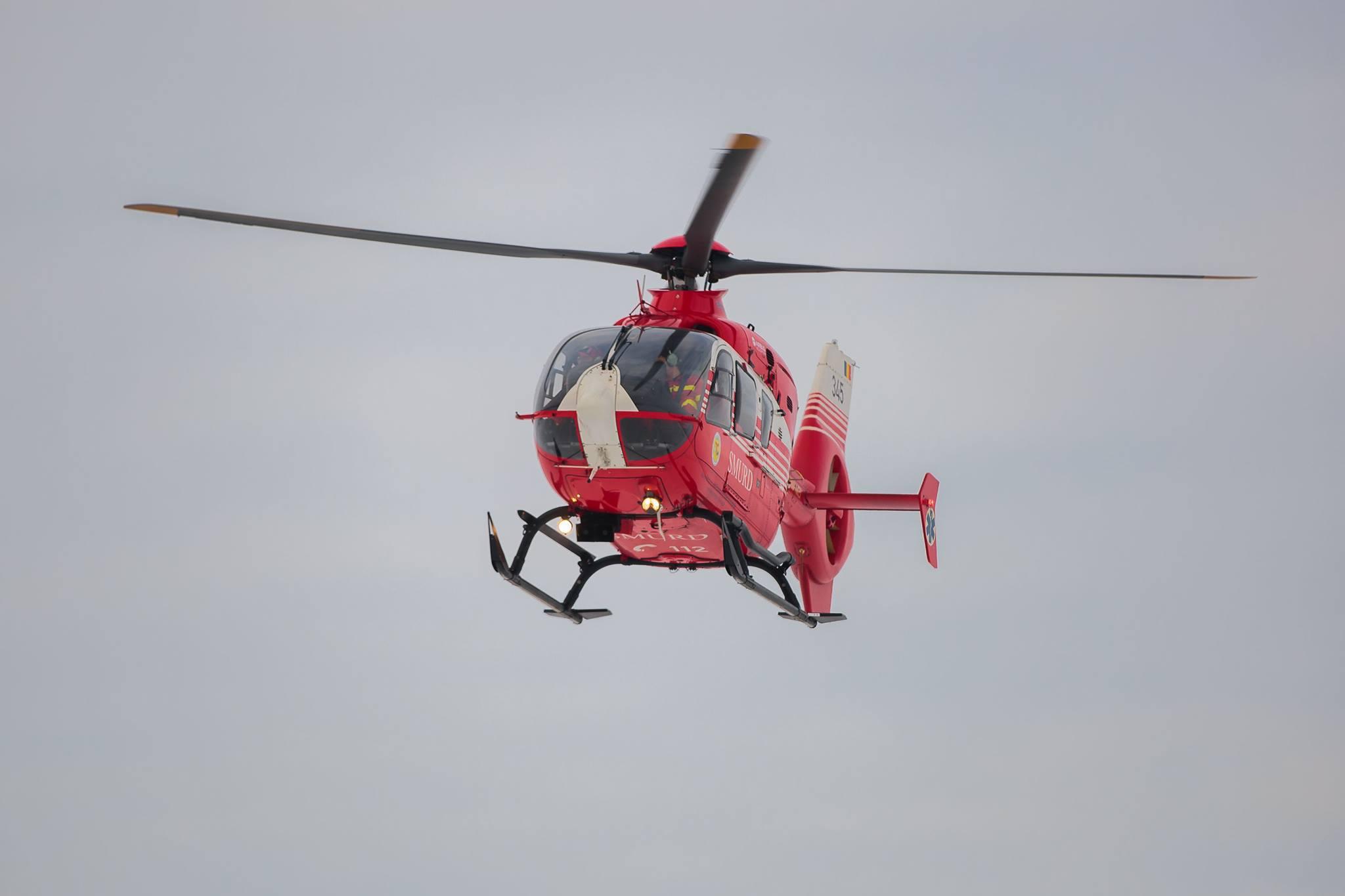 Prahova: Muncitor preluat cu elicopterul SMURD după ce a căzut de la etajul cinci al unui bloc