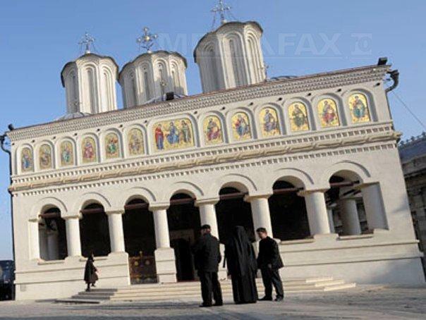 Mitropolitul Clujului susţine că derapajele preoţilor `nu înseamnă că Biserica este mai puţin sfântă`