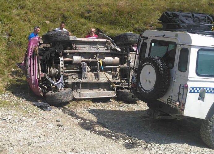 Accident pe Transalpina. Două persoane au fost rănite grav, în Parâng, după ce s-au răsturnat cu maşina lor de teren