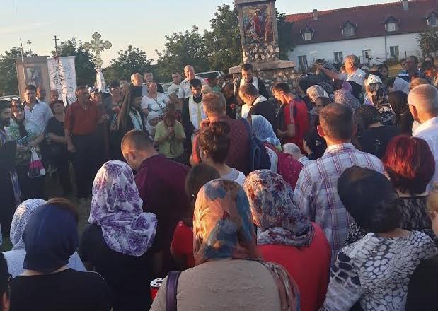 Mii de pelerini la Liturghia oficiată la Bazilica Minor, din Cacica: Suntem fiii şi fiicele Mariei