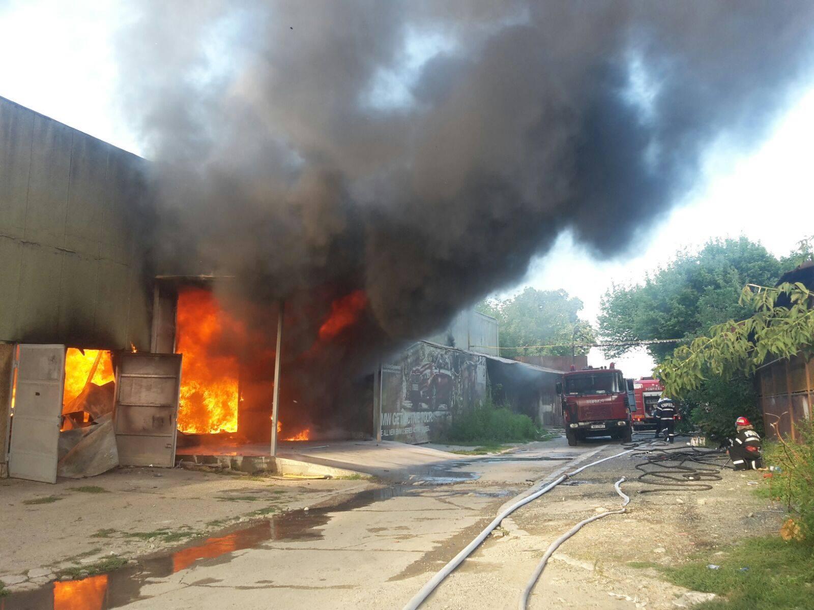 Vâlcea: Patru persoane, între care doi minori, intoxicate cu monoxid de carbon, după un incendiu