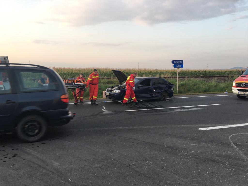 FOTO | Accident la Braşov: Patru persoane au fost rănite, între care două femei însărcinate şi un copil