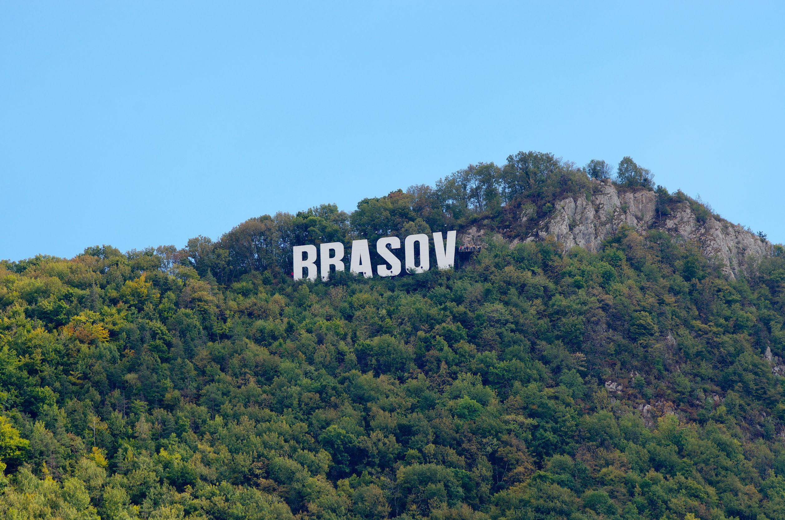 Simbolul Braşovului, din vârful Muntelui Tâmpa, a rămas în beznă