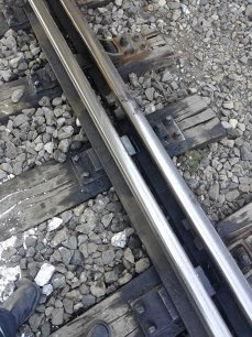 Imaginea articolului TRAGEDIE lângă Bucureşti: O femeie s-a aruncat în faţa trenului împreună cu cei trei copii ai săi. Un bilet de adio, găsit de poliţişti/ UPDATE: Circulaţia a fost reluată, însă trenurile spre/dinspre litoral circulă cu întârzieri   FOTO