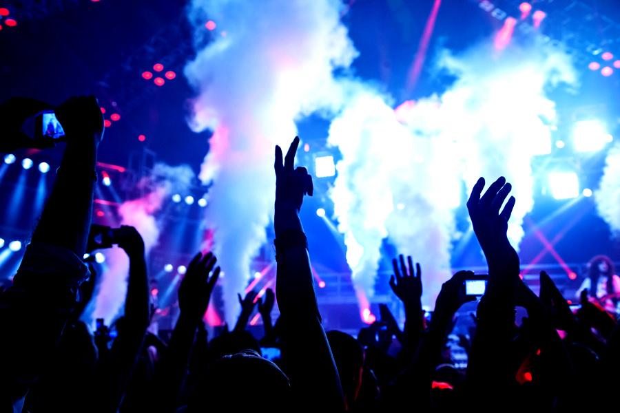 FOTO | Droguri vândute în cluburile de noapte din nordul staţiunii Mamaia. Trei persoane, reţinute