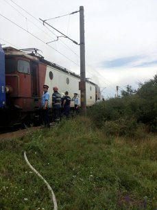 Imaginea articolului Mecanicul implicat în tragedia de la Brăneşti povesteşte cu ochii în lacrimi: Femeia a luat copiii în braţe şi s-au aruncat toţi în faţa trenului